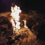Пламя огня вечером