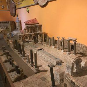 Миниатюрный древний город Перге