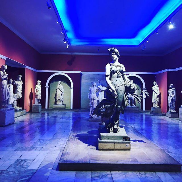 Зал со статуями