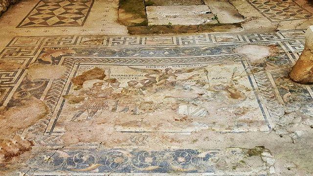 Напольная фреска в Перге