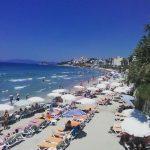 обилие туристов на пляже кушадасы